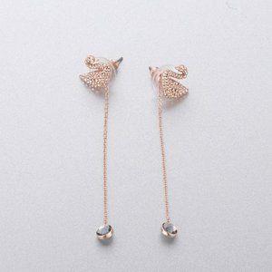 💧SWAROVSKI ICONIC SWAN earrings